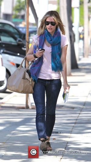 Leslie Bibb seen leaving Salon Benjamin carrying a bottle of smart water and a travel guide book for Ireland Los...