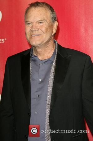 Glen Campbell Gets Standing Ovation For Grammy Awards Swan Song