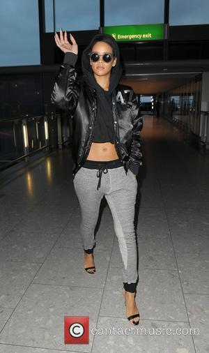 Fashionable Even In Casual Attire: Rihanna Braves The Cold In London