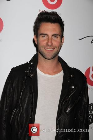 Adam Levine & Everhart Sign Up For Tv Golf Challenge