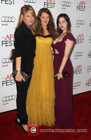 Kate Capshaw, Destry Allyn Spielberg, Sasha Spielberg and Grauman's Chinese Theatre