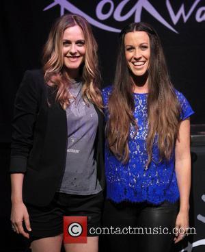 Alicia Silverstone and Alanis Morissette