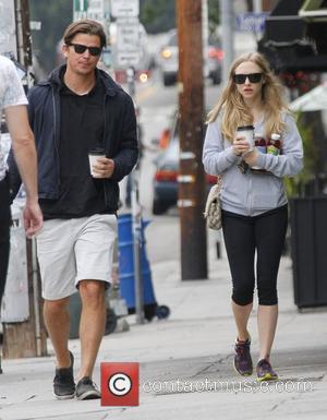 Amanda Seyfried and Josh Hartnett
