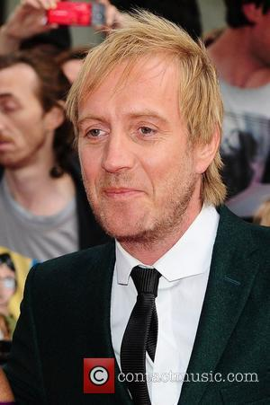 Rhys Ifans Spooked Emma Stone On Spider-man Set