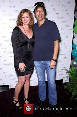 Elizabeth Perkins and Ray Romano