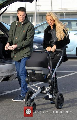 Chantelle Houghton Chantelle Houghton goes shopping with her daughter Dolly and a friend at Kiddicare in Lakeside  Featuring: Chantelle...