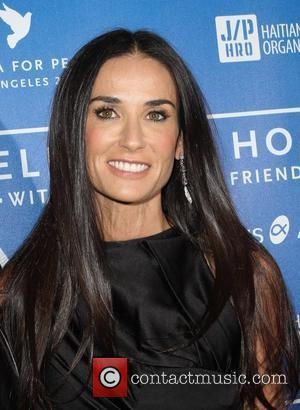 Demi Moore Divorce Stalling - She Wants Ashton To Renovate Her Apartment!