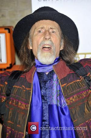 Arthur Brown Sets Himself On Fire