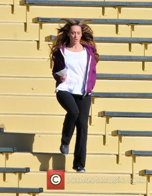Jennifer Love Hewitt Jennifer Love Hewitt getting an early morning workout while filming a scene for 'The Client List'...