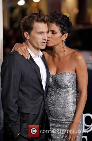 Halle Berry, Olivier Martinez and Grauman's Chinese Theatre