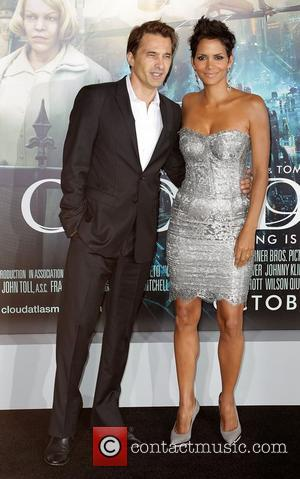 Olivier Martinez, Halle Berry and Grauman's Chinese Theatre