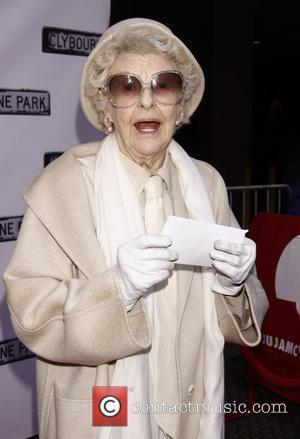 Elaine Stritch Nursing Broken Hip