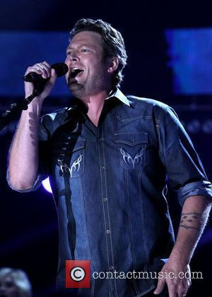 Blake Shelton wins CMA Awards Entertainer of the Year, Cue Tears (Photos)