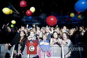 Fans, Chris Martin and O2 Arena