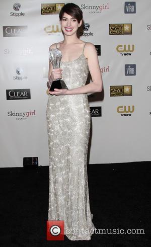Anne Hathaway Blasts Film Critics For Name Error