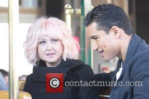 Mario Lopez and Cyndi Lauper