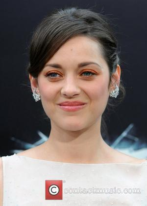 Marion Cotillard Versus Anne Hathaway At Dark Knight Rises Premiere