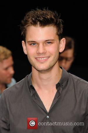 Jeremy Irvine Snubs Social Networking Sites To Maintain Credibility