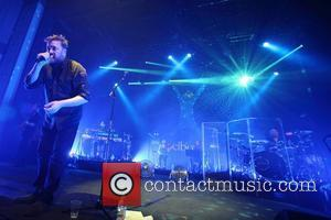 Guy Garvey Strips To Silence Bandmates