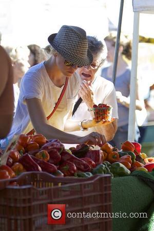Elizabeth Banks and Farmers Market