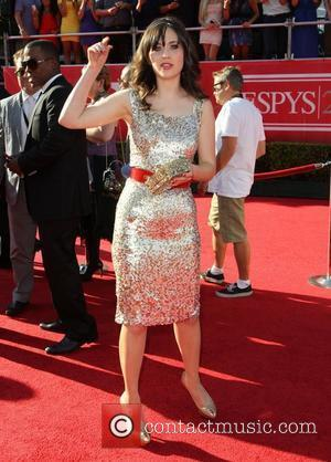 What Was Different About Zooey Deschanel At Teen Choice Awards?