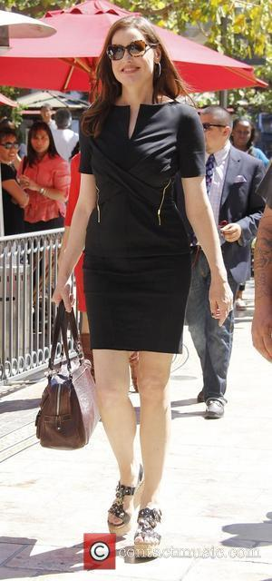 Geena Davis visits 'Extra' at The Grove Los Angeles, California - 27.08.12