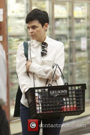 Ginnifer Goodwin shopping at Gelsons. Los Angeles, California -  24.09.12