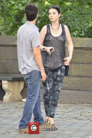 Penn Badgley and Michelle Trachtenburg filming the new season of 'Gossip Girl' in Midtown East, Manhattan. New York City, USA...
