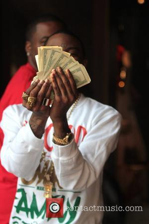 Soulja Boy flashes a gaudy wad of cash Celebrities are seen shopping at The Grove Los Angeles, California - 26.11.12