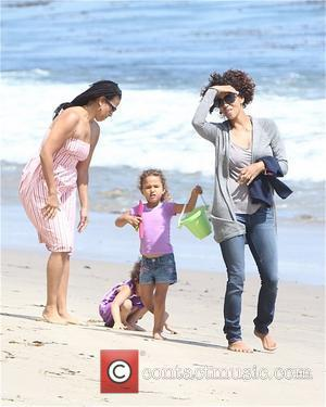 Halle Berry, Malibu Beach