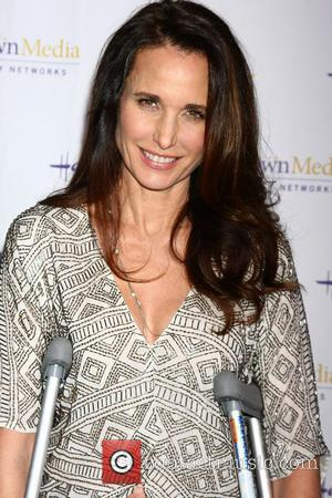Andie Macdowell Undergoes Knee Surgery