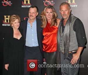 Bill Paxton, Christine Baumgartner and Kevin Costner