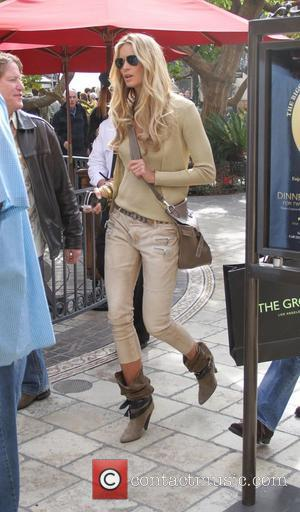 Elle Macpherson at The Grove to appear on the entertainment news programme 'Extra'  West Hollywood, California - 20.02.12