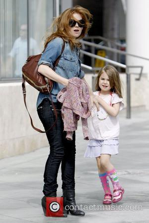 Isla Fisher and Olive Cohen Isla Fisher out and about with her daughter on a windy day in Santa Monica...
