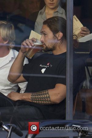 Jason Momoa eats at a restaurant in Venice Los Angeles, California - 19.01.12