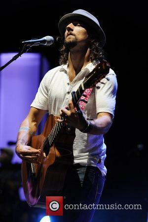 Jason Mraz Cutting Bottle Waste On Tour