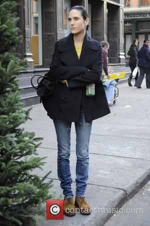 Jennifer Connelly tries to dodge the paparazzi while waiting for a taxi, before receiving some assistance from a New York...