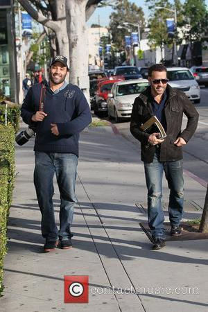 Jeremy Piven departs Le Pain Quotidien in West Hollywood with a photographer that bears a striking resemblance to the actor...