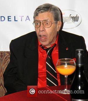 Jerry Lewis Collapses Before Tom Cruise Award Presentation