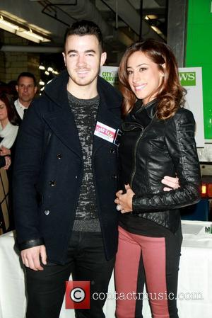 Kevin Jonas Helps At Food Drive For Sandy Victims