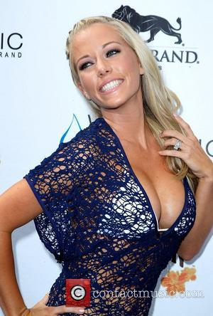 Kendra Wilkinson, Las Vegas and Mgm
