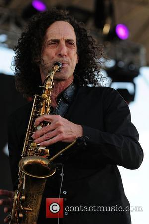 Kenny G Files Divorce Papers Against Wife!