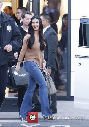 Kim Kardashian Contacts Late Father Via Pyschic Medium