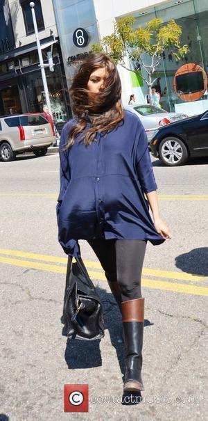 Pregnant Kourtney Kardashian Defends Hair Dye Makeover