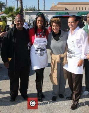 EJ Jackson, Mayor Antonio Villaraigosa, Omarosa Manigault and Marla Gibbs The 30th Annual Jackson Limousine Service Turkey Dinner Giveaway Los...