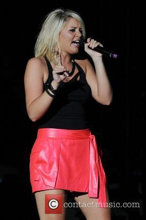 Country Singer Lauren Alaina Cancels Shows Due To Throat Problems