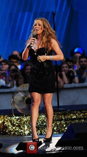 Mariah Carey In Impromptu Performance To Delight Crowd