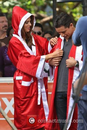 Extra, Maria Menounos and Mario Lopez
