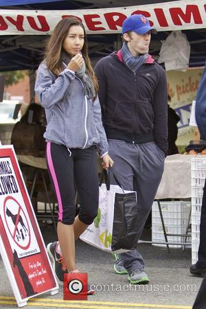 Glee actor Matthew Morrison and his girlfriend Rene Puente buy produce at a local Farmers Market.  Studio City, California...