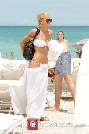 Michelle Hunziker and Tomaso Trussardi spend the day together on a sunny Miami beach Miami, Florida - 02.06.12